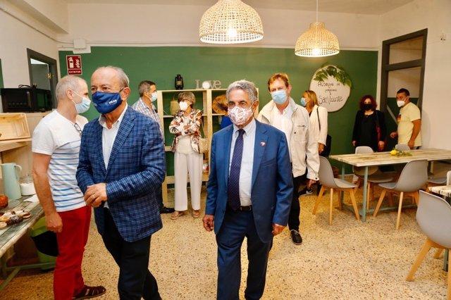 Revilla y Marcano, entre otros, en el albergue El Galeón.