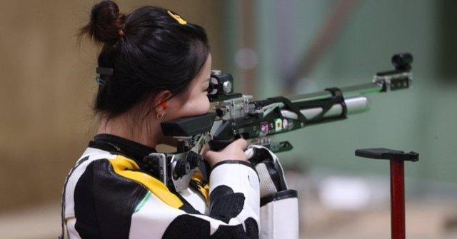 La tiradora china Yang Qian, primera medalla de oro en los Juegos Olímpicos de Tokyo 2020 tras imponerse en la final de 10 metros de rifle de aire