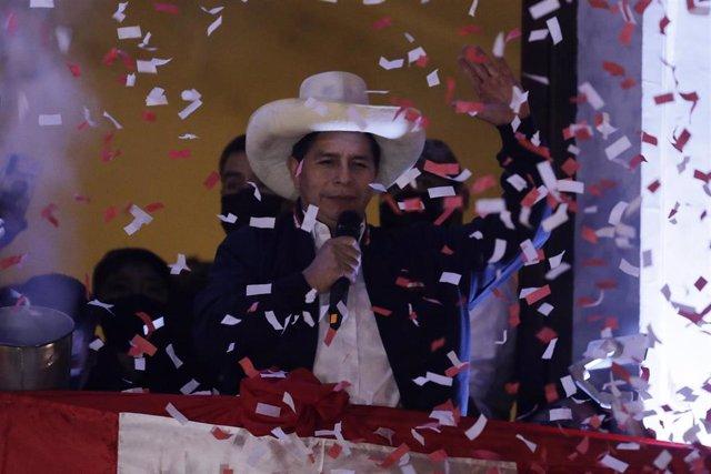 Pedro Castillo después de su proclamación como presidente electo