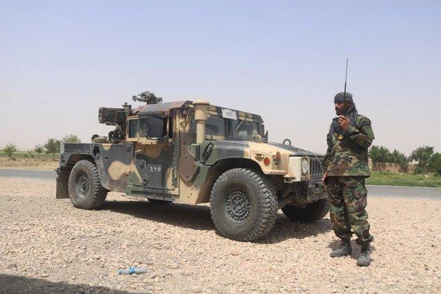 Un soldado del Ejército afgano