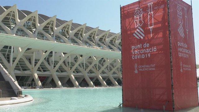 Archivo - El 'vacunódromo' de la ciudad de València está habilitado en la Ciutat de les Arts i les Ciències