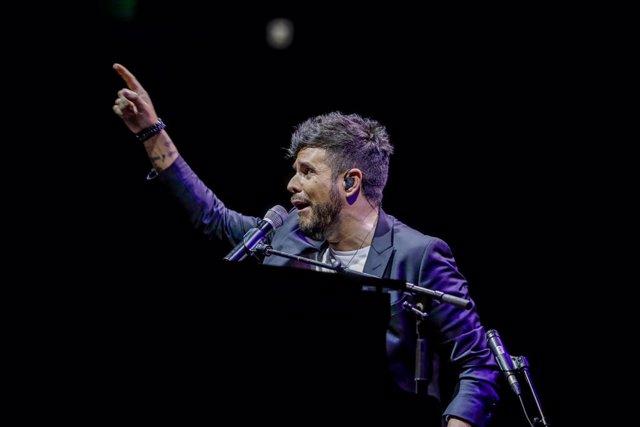 Archivo - El cantante y compositor Pablo López durante un concierto en el Wizink Centro dentro del Madriz Summer Fest, en Madrid (España), a 16 de septiembre de 2020.