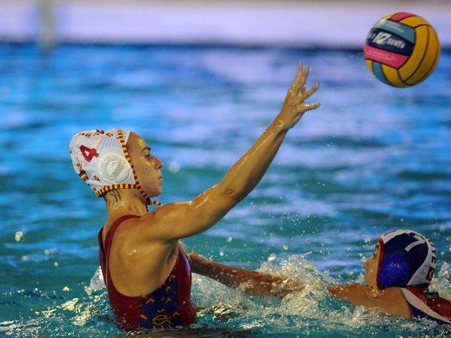 Archivo - Bea Ortiz con la selección española femenina de waterpolo
