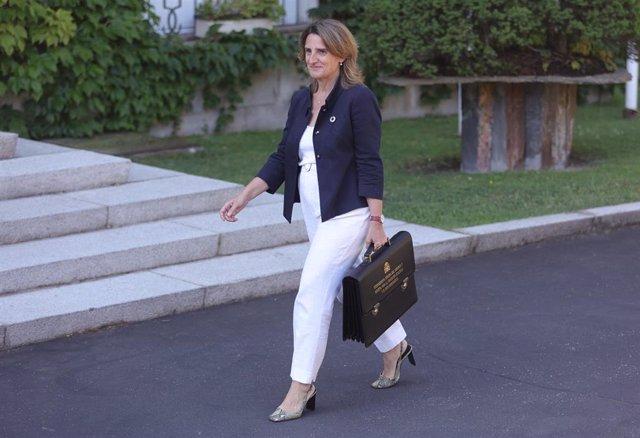 La vicepresidenta tercera del Gobierno y ministra para la Transición Ecológica y el Reto Democrático, Teresa Ribera, llega al Palacio de la Moncloa para participar en el primer Consejo de Ministros tras la remodelación del Gobierno.