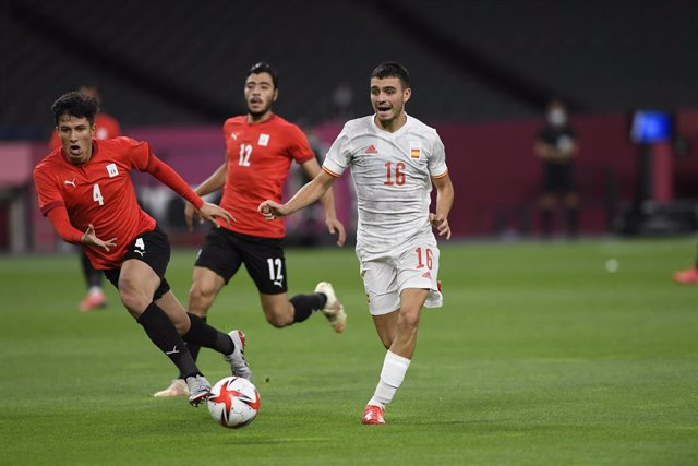 Osama GALAL (EGY) Pedri GONZALEZ (ESP) during the Olympic Games Tokyo 2020, Football Men's First Round Group C, between Egypt and Spain on July 22, 2021 at Sapporo Dome in Sapporo, Japan - Photo Photo Kishimoto / DPPI