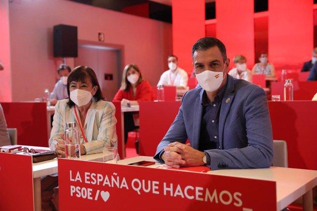 La presidenta del PSOE, Cristina Narbona y el presidente del Gobierno, Pedro Sánchez, durante una reunión de los componentes del Comité Federal del PSOE, a 3 de julio de 2021, en Madrid