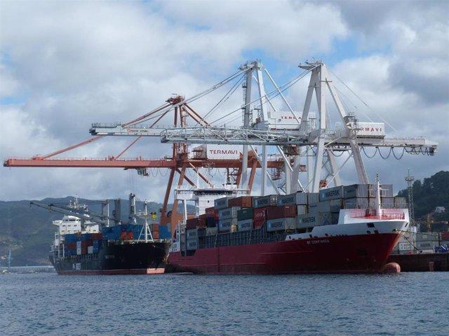 Archivo - Contenedores Maersk puerto de Vigo
