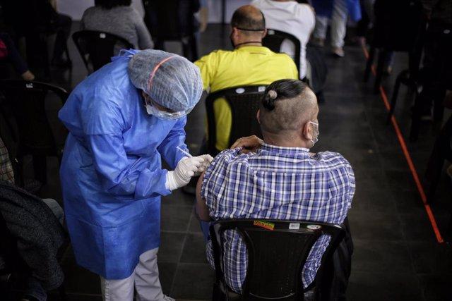 Archivo - Vacunacion contra el coronavirus en Colombia