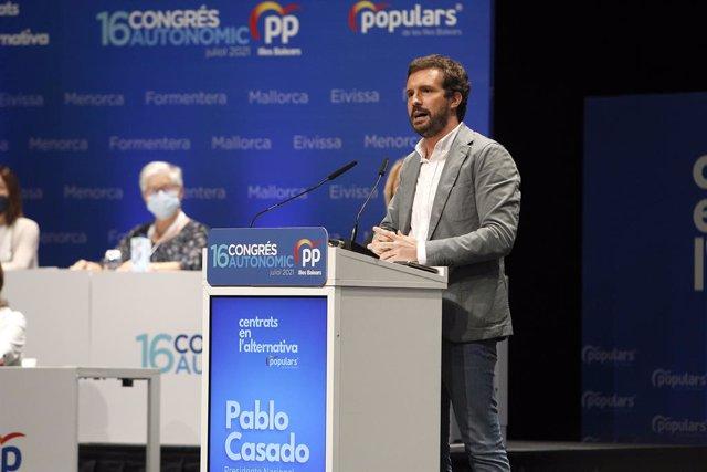 El presidente del PP, Pablo Casado, durante el XVI congreso del PP de Baleares, a 24 de julio de 2021, en Palma, Mallorca, Islas Baleares (España). Varios miembros de la dirección nacional del PP arropan este sábado a la nueva presidenta del PP de Baleare