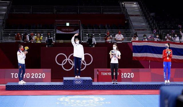 24 July 2021, Japan, Chiba: (L-R)Spain's silver medallist Adriana Cerezo Iglesias, Thailand's gold medallist Panipak Wongpattanakit, and bronze medallists Avishag Semberg of Israel and Tijana Bogdanovic of Serbia, celebrate on the podium during the medal