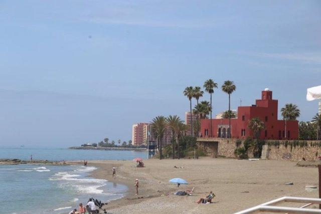 Archivo - Playa de Benalmádena en una imagen de archivo