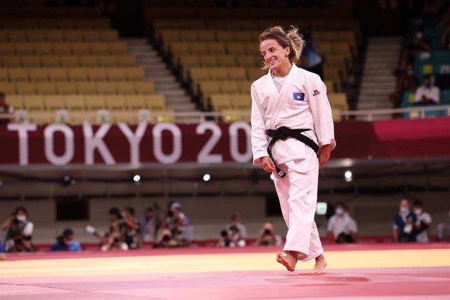 24 July 2021, Japan, Chiyoda: Kosovo's Distria Krasniqi celebrates  winning the Judo women's -48kg final bout against Japan's Funa Tonaki during the Tokyo 2020 Olympic Games at the Nippon Budokan. Photo: Mickael Chavet/ZUMA Press Wire/dpa