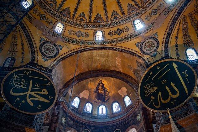 Archivo - Imagen del interior de Santa Sofía, en Estambul.