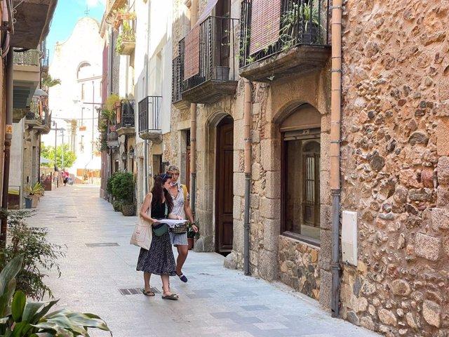 Emprenedors del sector del llibre visiten locals buits de Calonge (Girona)