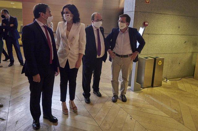 La presidenta de la Comunidad de Madrid, Isabel Díaz Ayuso; el ministro de Cultura y Deporte, Miquel Iceta, y el alcalde de Madrid, José Luis Martínez-Almeida, asisten a la retransmisión del 44º Comité de Patrimonio Mundial de la Unesco