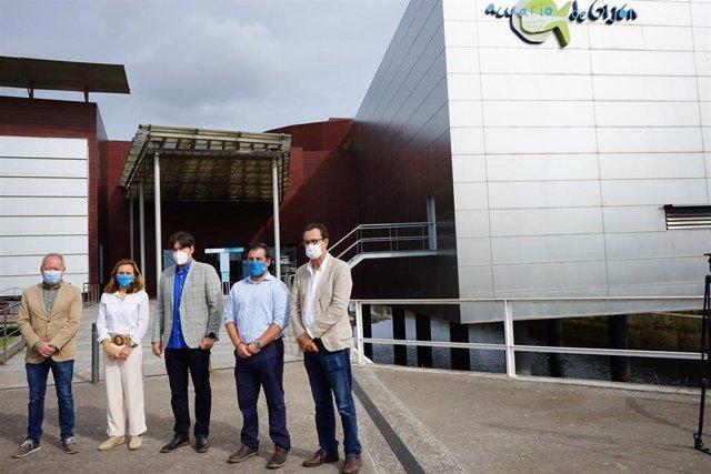 El consejero Borja Sánchez visita el Acuario de Gijón