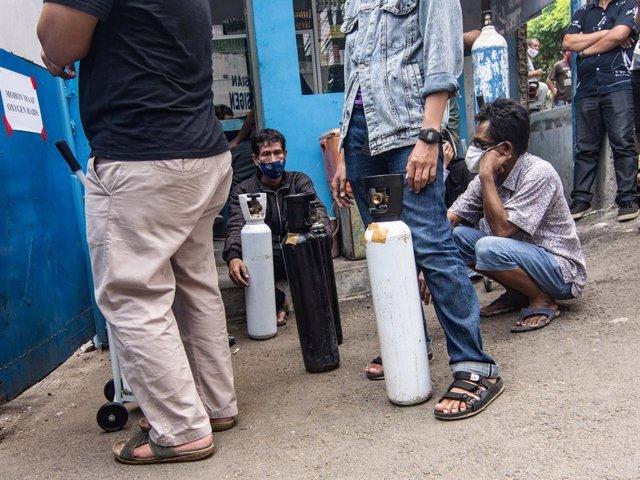 Ciudadanos de Jakarta, a Indonèsia, durant la pandèmia de coronavirus