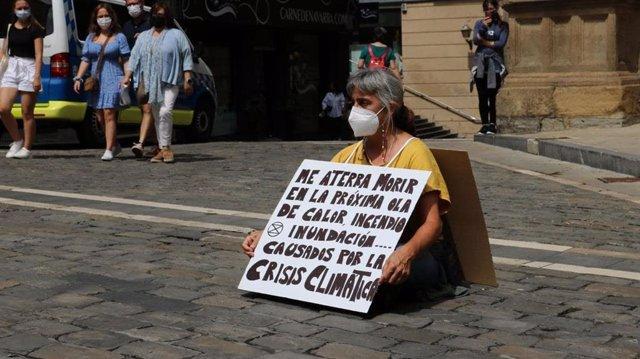 "Extinction Rebellion protesta en varias ciudades de España por la ""inacción climática"" ."
