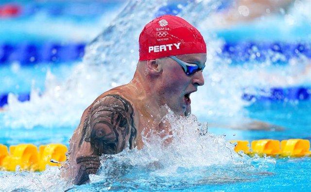 Adam Peaty durante los 100 metros braza de los Juegos Olímpicos de Tokio