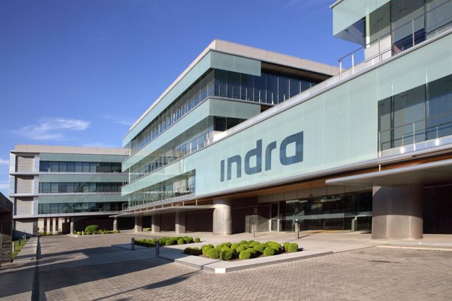 Archivo - Fachada del edificio de la compañía Indra en Madrid