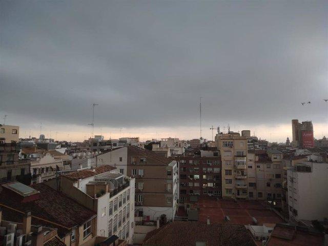 Archivo - Lluvias en València