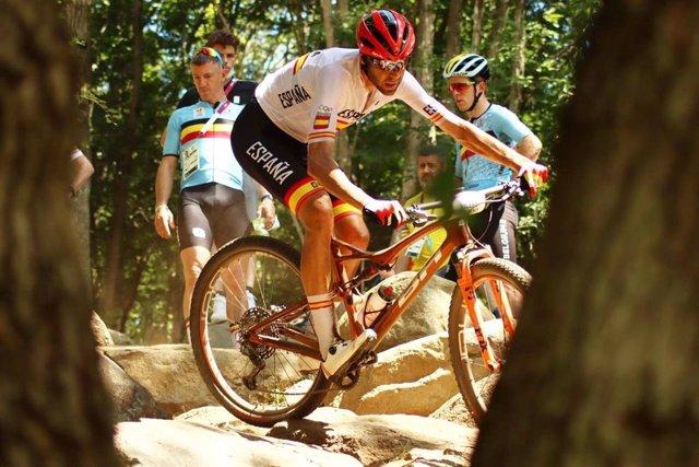El ciclista de muntanya David Valero en la prova d'XCO dels Jocs Olímpics de Tòquio 2020