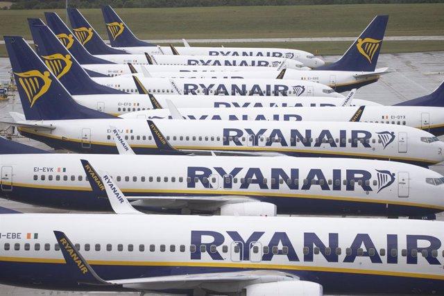 Archivo - Aviones de la aerolínea Ryanair