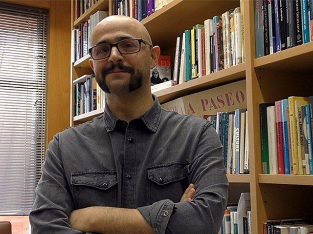Alberto Corsín en su despacho del Instituto de Lenguas, Literatura y Antropología. /