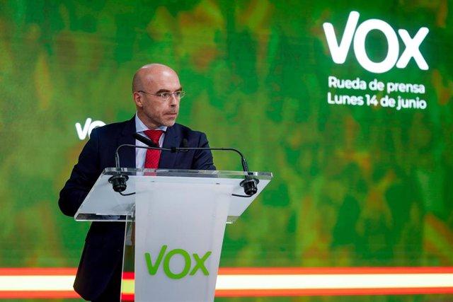 Archivo - El vicepresidente primero de Acción Política y eurodiputado de VOX, Jorge Buxadé, durante una rueda de prensa.