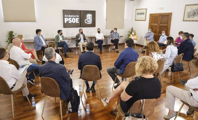 Archivo - Reunión del secretario general del PSOE-A y alcalde de Sevilla, Juan Espadas, con alcaldes y portavoces del PSOE de municipios de más de 50.000 habitantes de Andalucía.