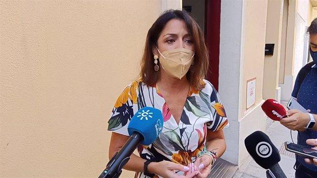 Marta Bosquet atiende a los medios de comunicación en Almería