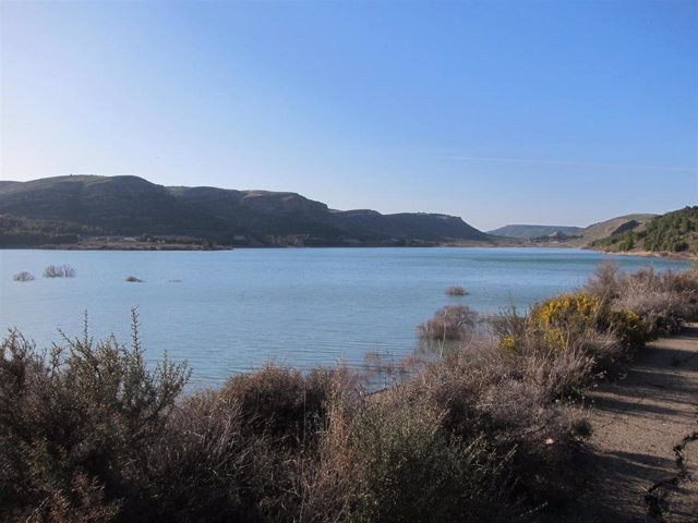 Archivo - La reserva de agua embalsada en la cuenca del Ebro está a un 70% de la capacidad total.