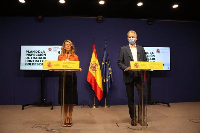 La vicepresidenta segunda del Gobierno y ministra de Trabajo y Economía Social, Yolanda Díaz, y el director del Organismo Estatal de Inspección de Trabajo y Seguridad Social, Héctor Illueca.