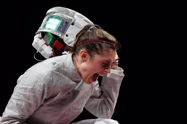 La tiradora rusa Sofia Pozdniakova tras ganar el oro en sable individual