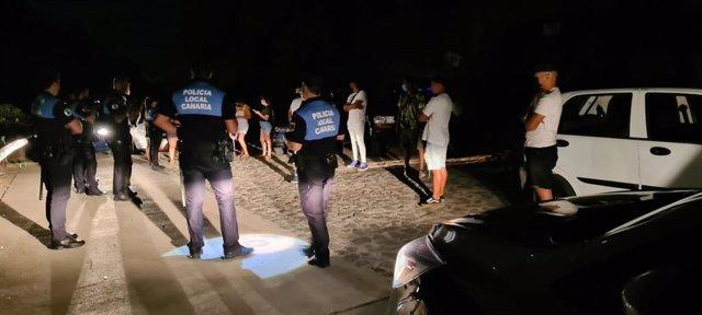 La Policía Local de Santa Cruz interviene ante un botellón en la carretera de Tahodio