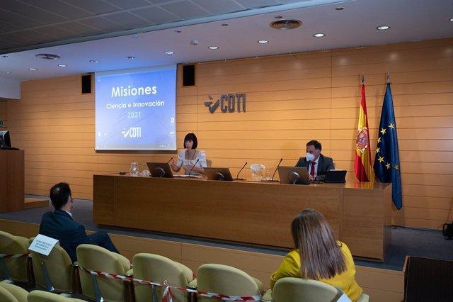 La ministra de Ciencia e Innovación, Diana Morant, junto al director del CDTI, Javier Ponce, en la presentación este lunes de la convocatoria de 2021 del Programa Misiones Ciencia e Innovación que gestiona el CDTI