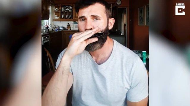 El irlandés Dan Murphy hace beatbox con una armónica y asombroso resultado