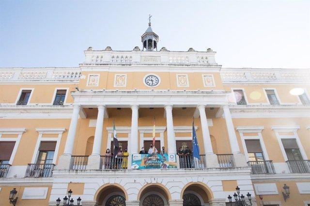Pancarta en el Ayuntamiento de Badajoz en apoyo a la deportista Miriam Casillas