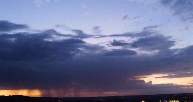 Archivo - Tormentas, lluvia, rayos, temporal, tormenta