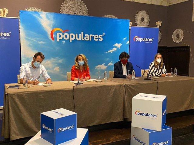 La presidenta del PP de Asturias, Teresa Mallada, junto al diputado en la Junta Álvaro Queipo y el diputado en el Congreso Mario Garcés.