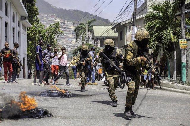 Militares en las calles de Puerto Príncipe, Haití, tras el asesinato del presidente Jovenel Moise