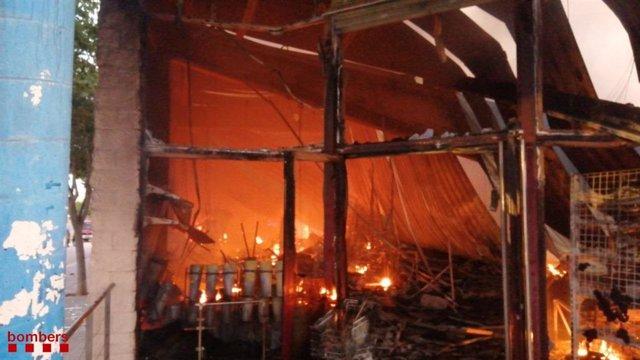 L'incendi al magatzem d'una pastisseria de Montblanc (Tarragona)