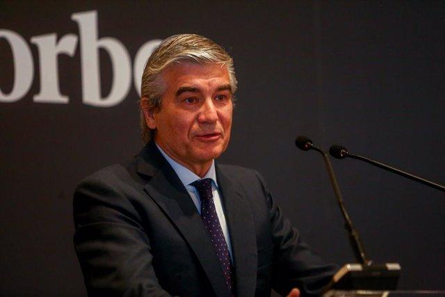 El presidente y CEO de Naturgy, Francisco Reynés, recibe el galardón 'Best CEO 2020' en su VIII edición de Forbes España y lo hace de la mano del presidente de la CEOE, Antonio Garamendi, en el Hotel Mandarín Oriental, a 8 de julio de 2021, en Madrid (Esp