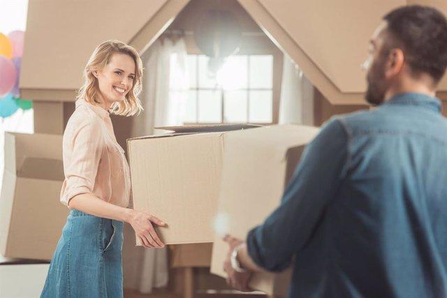 Archivo - Mujer entre 25 y 34 años: así es el perfil del comprador de vivienda en régimen de cooperativa