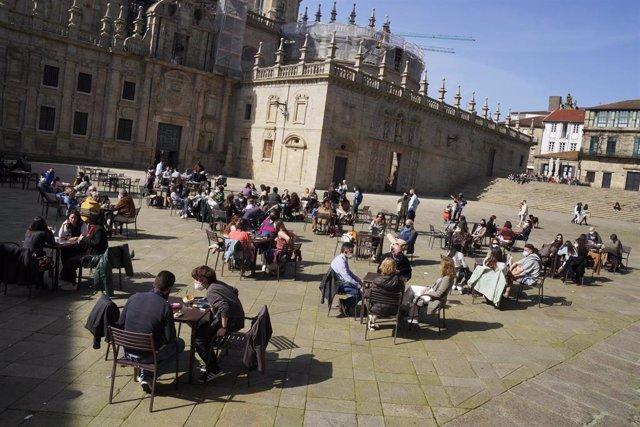 Archivo - Terrazas en Santiago de Compostela.
