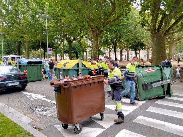 Trabajadores de Ence cortan el tráfico y colapsan el centro de Pontevedra.