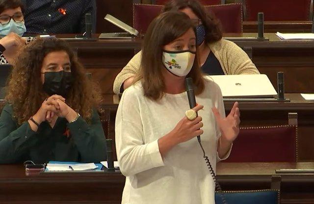 Archivo - La presidenta del Govern, Francina Armengol, en el pleno del Parlament.