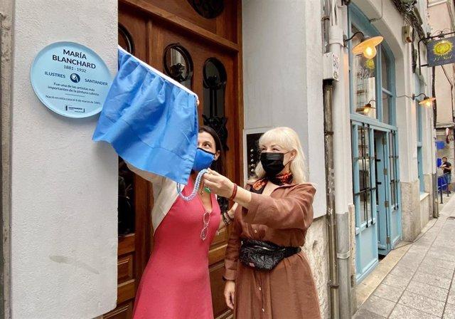 Descubrimiento de la placa dedicada a María Blanchard en la ruta de ilustres de Santander