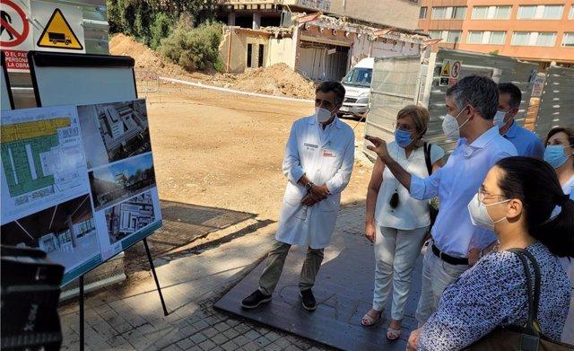 Barceló visita las obras de ampliación del Clínico