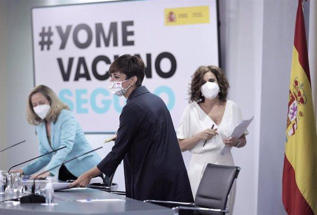 La vicepresidenta primera del Gobierno y ministra de Asuntos Económicos y Transformación Digital, Nadia Calviño; la ministra de Política Territorial y portavoz del Gobierno, Isabel Rodríguez; y la ministra de Hacienda y Función Pública.